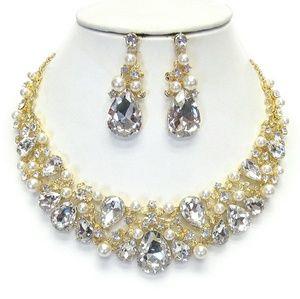Jewelry - Luxury Australian Crystal & Pearl Necklace Set